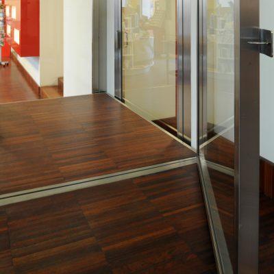 vertical platformlift detail
